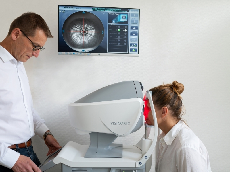 Augenanalyse in Sekunden mit dem VX120 von VISIONIX - moderne Technik für optimales Sehen - Augenoptik Waltner